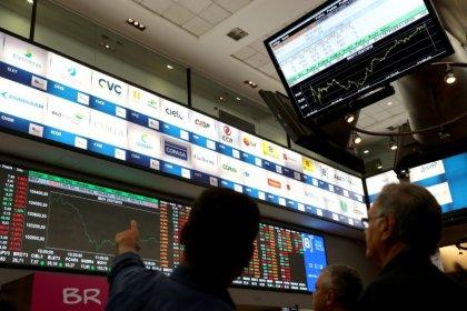 Ibovespa cai por realização de lucros e zera ganho na semana