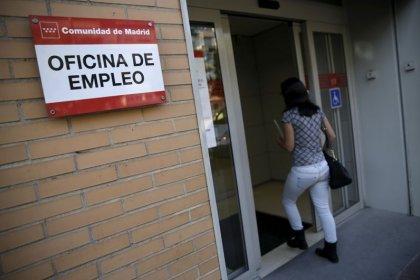 La tasa de paro cae en España al 13,8%, la más baja de los últimos 11 años