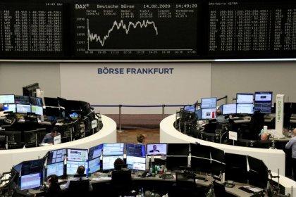 European shares slump as Apple warning hammers tech sector