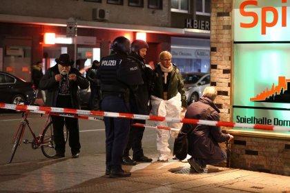 Germania, presunto estremista uccide 9 persone, si sospetta terrorismo