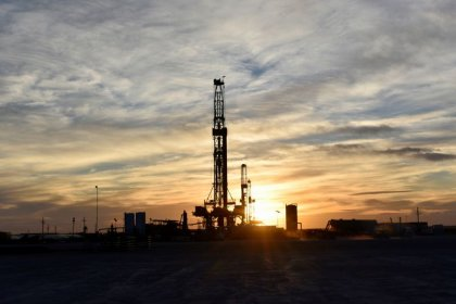 Oil prices rebound 6% after rout, but outlook volatile