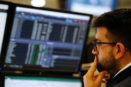 FTSE stays in the red as coronavirus fears linger