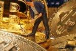 アングル:ビットコイン「半減期」、コロナ禍が価格に影響も