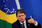 CORREÇÃO-Brasil vai vender 43 aeroportos, apesar de Covid-19, diz ministro