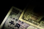 Dollar holds gains versus yen before major economic data