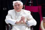 Ex-papa Bento 16 está gravemente doente, diz jornal