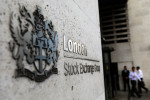 Banks help FTSE 100 pare losses due to weak commodity prices