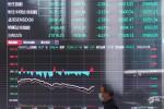 Mercados da China fecham em queda com realização de lucros