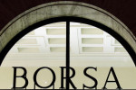 Borsa Milano poco mossa con Wall St chiusa, corregge Autogrill, giù banche, corre Geox