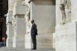 Borsa Milano in leggero rialzo con Wall Street positiva, bene banche, auto
