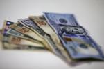 Dólar salta acima de R$5,60 mesmo com BC; cenário para real piora na margem