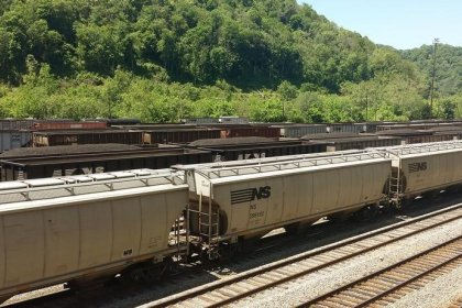 Norfolk Southern to consolidate Virginia units to cut costs