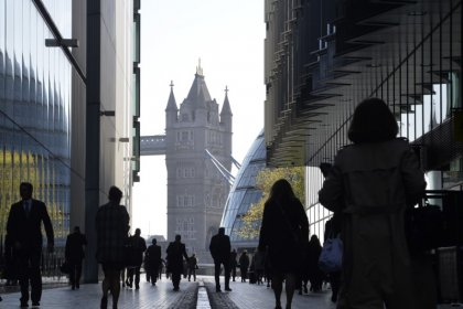 UK unemployment falls again to lowest since 1975, wage growth still lackluster