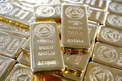 الذهب يرتفع مع انخفاض الدولار بعد نشر محضر اجتماع المركزي