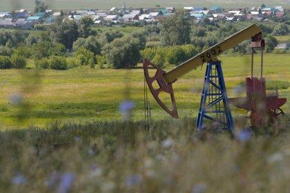 Нефть сохраняет плюс за счёт превысившего прогнозы снижения запасов в США