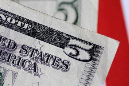 Доллар в оборонительной позиции на фоне ослабления перспектив повышения ставки ФРС