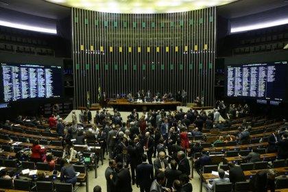 Câmara adia votação de PEC da reforma política para próxima semana