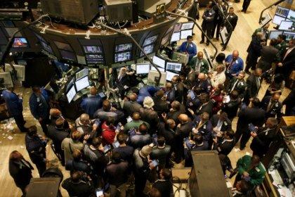 Wall Street en repli après de nouvelles péripéties politiques