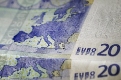 Euro wilts vs broadly resurgent dollar
