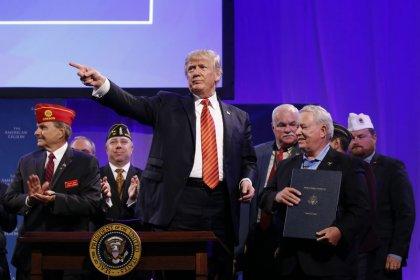Colegas republicanos criticam Trump por ameaça de paralisar governo