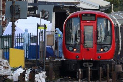 Bomba fere 29 em metrô de Londres; nível de ameaça é aumentado e polícia busca suspeitos