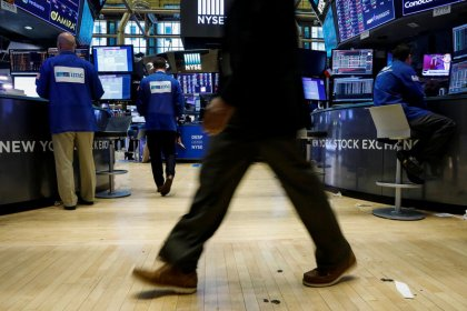 Wall Street finit en repli, Apple et la Fed pèsent