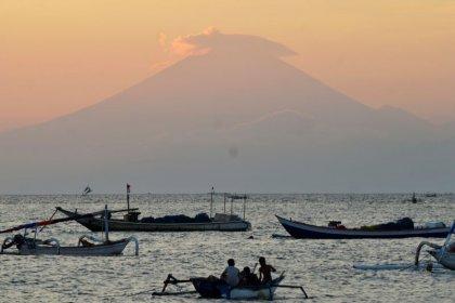 إجلاء الآلاف مع تزايد نشاط بركان في جزيرة بالي الإندونيسية