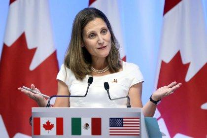 كندا تقول إنها ستفرض عقوبات على رئيس فنزويلا وكبار معاونيه
