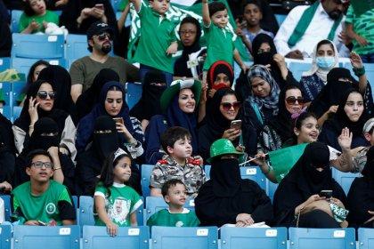 السعودية تسمح للمرأة بدخول استاد رياضي لأول مرة في اليوم الوطني