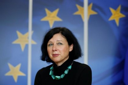 الاتحاد الأوروبي يطالب فيسبوك وجوجل وتويتر بالمزيد من أجل المستخدمين