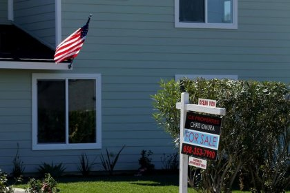 U.S. housing starts rebound; permits highest since 2007