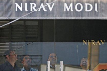Billionaire jeweler denies involvement in huge Indian bank fraud: lawyer