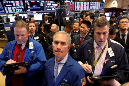 Walmart halts Dow's six-day rally; S&P edges higher