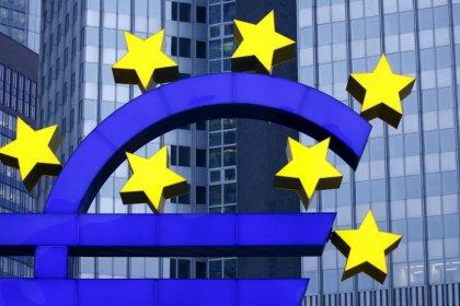 ثقة المستهلكين في منطقة اليورو تهبط من أعلى مستوى في 17 عاما