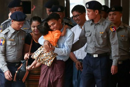 Civilian witness contradicts Myanmar police on Reuters reporters' arrest - defence