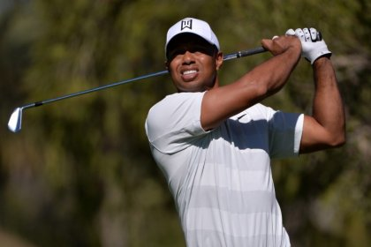 Golf - Woods makes rare back-to-back starts as PGA Tour revs up