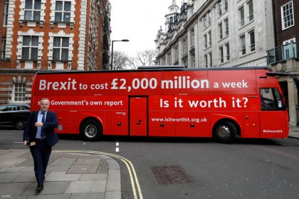 Brexit reversal: Pro-Europe bus gets stuck on streets of London