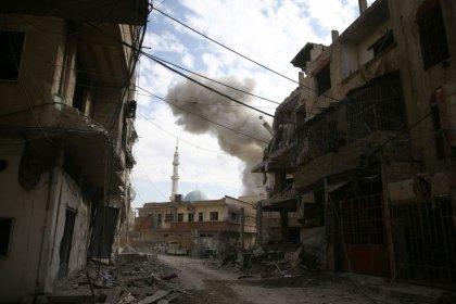 القصف العنيف يمزق عائلات في الغوطة الشرقية بسوريا