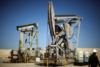 Oil prices fall on firmer U.S. dollar