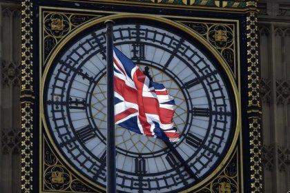 Grande-Bretagne: La croissance à la traîne, interrogations sur les taux
