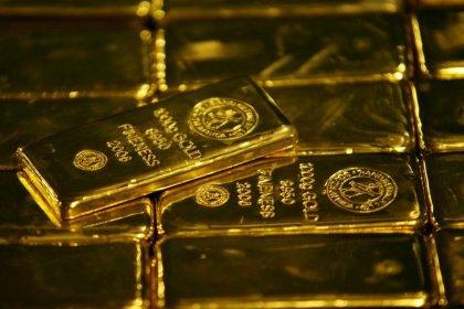 الذهب ينخفض بفعل زيادة توقعات رفع أسعار الفائدة الأمريكية