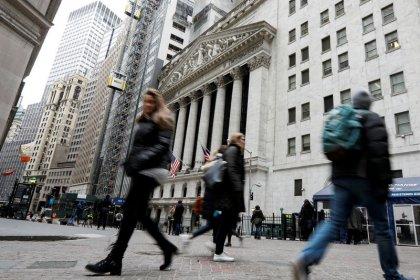Dow e S&P 500 sobem impulsionados por indústria e energia; Nasdaq recua