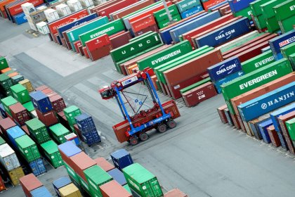 Foreign trade propels fourth-quarter German growth, outlook rosy