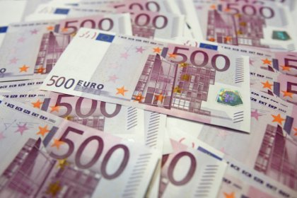 Euro set for second biggest weekly drop in four months as hedges in focus