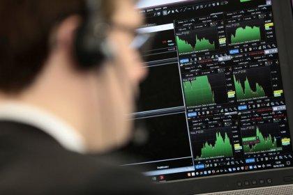 IAG, RBS drops send FTSE 100 to a weekly loss