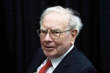 With $116 billion cash, Buffett says Berkshire needs 'huge' deals