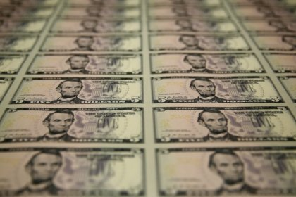 Costly dollar hedges tarnish U.S. bonds for overseas investors