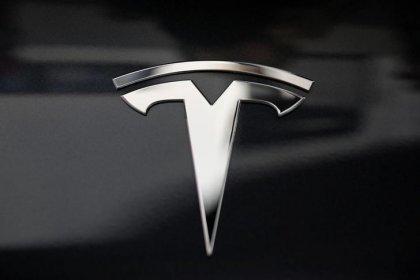 Democrats cite Tesla probe in raising self-driving car bill concerns