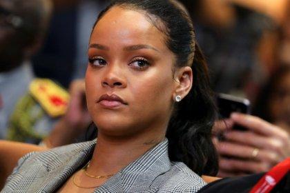 Rihanna pede a fãs que apaguem Snapchat após anúncio que zomba de agressão de Chris Brown