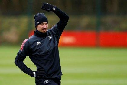 Ibrahimovic se recupera de lesão e diz estar próximo de retorno ao Manchester United